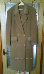 Элегантное демисезонное пальто. Чехия. В отличном состоянии.
