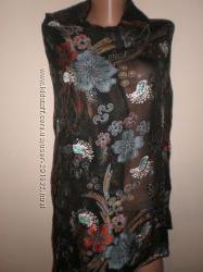 красивый  шарф  размер  2. 30 х  100  украшеный  стразиками.
