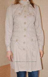 Бежевый нарядный  плащ  фирмы Debenhams девушке размера UK 12, EU 40