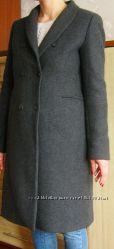 Серое демисезонное пальто классического покроя фирмы Zara woman