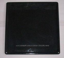 Эмалированный металлический противень для газовой или электрической плиты.