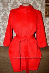 новое пальтишко красного цвета