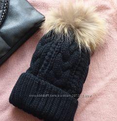 Теплая зимняя шапка на флисе с меховым помпоном