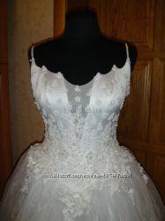 Очень красивое пышное белоснежное платье. 42- 48 размер