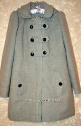 Серое пальто с капюшоном