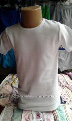футболки белые и серые