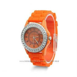 Женские часы Geneva со стразами.