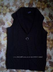 Вязаная черная жилетка