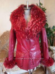 Кожаная куртка с мехом из енота