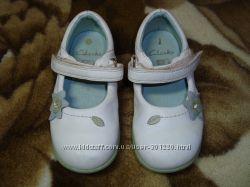 Туфли CLARKS 7р. 15 см  белые
