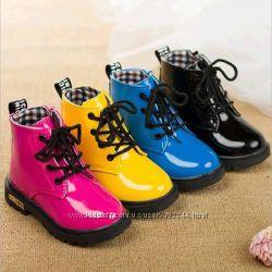 Яркие зимние и осенние ботиночки Next на мальчиков и девочек