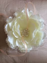 Эксклюзивная подушечка-цветок  для колец айвори. Подушечка для колец