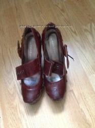 Демпинг-кожанные туфли Casadei, 35 размер