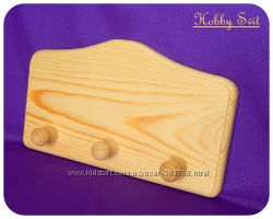 Панно из сосны с деревянными крючками