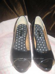 Туфли Next черные лакированные 38р с открытым пальцем