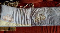 Продам очень красивую защиту в кроватку для мальчика Mothercare