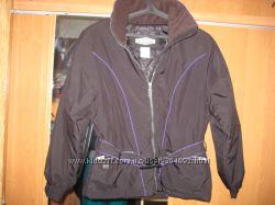 Продам спортивную женскую куртку фирмы Skitique