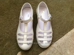 Отличные красивенькие удобные натуральные туфельки TIRANITOS, оригинал