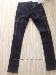 Черные новые джинсы