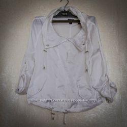 очень красивая белая ветровка с рукавом 34 Lindex, размер S