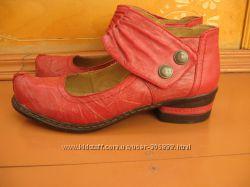 Туфли крассные кожанные на низком каблучке.