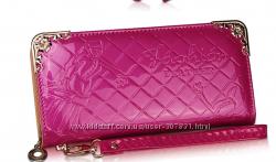 Кошелек -клатч лаковый   цвет  розовый .
