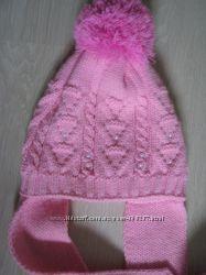 Модная шапочка с балабонами на флисе