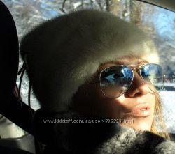 Белая норковая шапка В хорошем состоянии Стильный дизайн