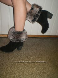 шикарні фірмові чобітки з натурального замшу  і якісного замінника. Нові