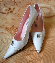 Туфли белые 36 размер