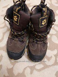 Фирменные ботинки Jack Wolfskin в отличном состоянии