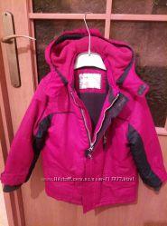 Куртка Mothercare в отличном состоянии,  красно-синяя.