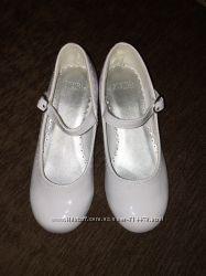 Нарядные белые туфельки для девочки Gymboree.