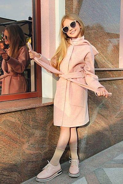 Демисезонное пальто для девочек от Cvetkov 152р.