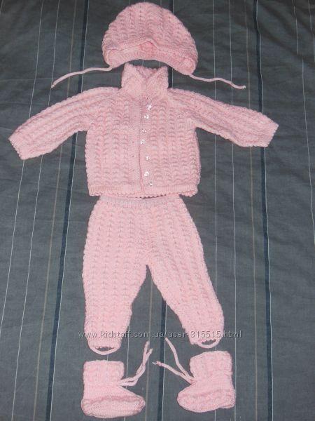 Вязанный костюм новый ручная работа на подарок на выписку