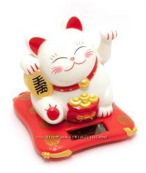 Сувенир Кошка Манэки-нэко на солнечной батарее