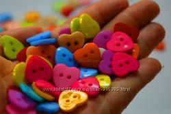 Пуговицы в форме цветочков и сердечек разноцветные от 1 штуки