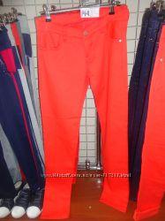 Яркие джинсы для подростков или худеньких мам.