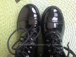 Лаковані та зручні ботиночки. Ціна знижена