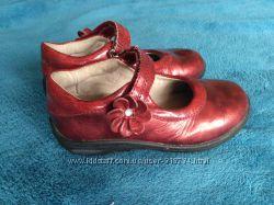 Красные лаковые туфельки Stride Rite 10, 5 M размер 28