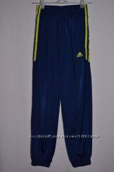 Спортивные штаны Adidas 9 - 10 лет, 134 - 140 см.