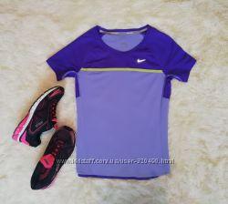 Яркая футболка Nike dry Fit В состоянии новой