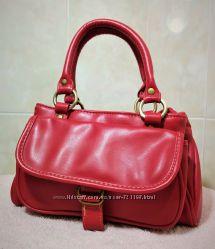 Классная сумка алого цвета