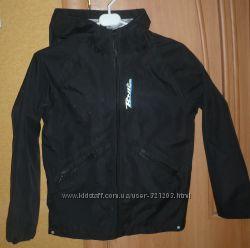 Куртка ZARA демисезонная с капюшоном на рост 140 см.