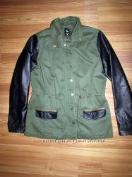 Стильна куртка-парка з рукавами під шкіру Sinsay