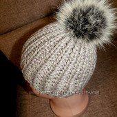 Модная шапочка крупной вязки 1-2 года с натуральным помпоном