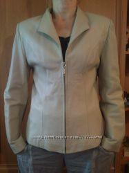 Кожаная куртка-пиджак.