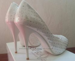Свадебные туфли со стразами  38 размер