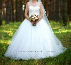 Очаровательное свадебное платье цвета айвори