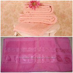 Полотенце розовое махровое размер 50х100см новое